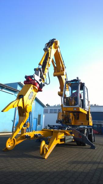 LIEBHERR 316 with a new car recycling system VRS POWERHAND